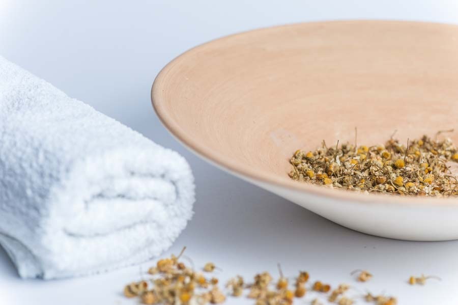 15 Roman Chamomile Essential Oil Benefits & Uses (Plus Recipes & Application Tips)