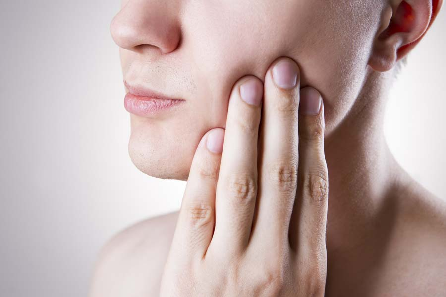 9 Essential Oils to Treat Toothaches (Plus 5 DIY Recipes and Application Tips)
